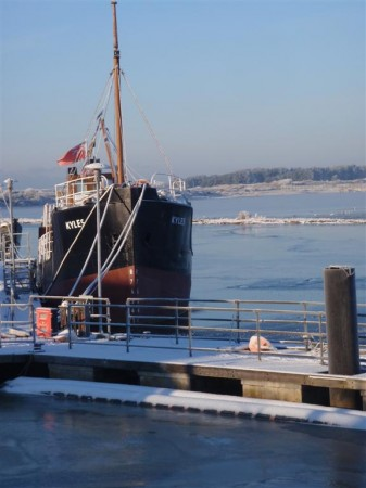 Ship-in-Frozen-Harbour-Irvine-2010