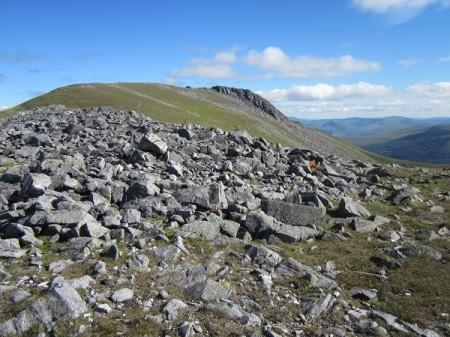 Approaching Carn Mairg